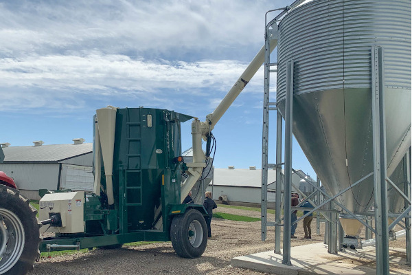 Art's Way | Hammer Mill Grinder Mixers | Model 8215 Grinder Mixer for sale at Red Power Team, Iowa