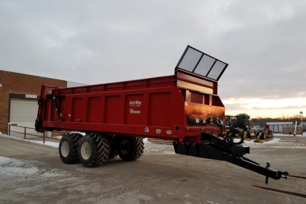 Art's Way | Vertical Beater Manure Spreaders | Model V220 Manure Spreader for sale at Red Power Team, Iowa