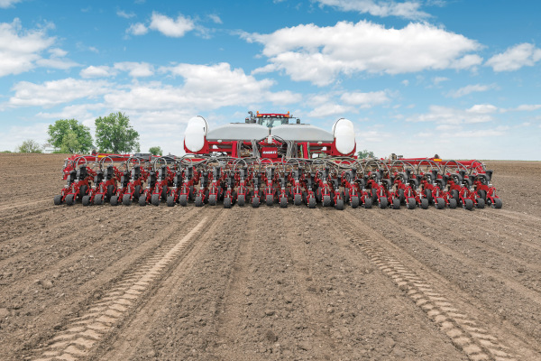 Case IH | 2000 Series Early Riser® Planter | Model 2140 Pivot-Transport Split-Row 16/31R for sale at Red Power Team, Iowa