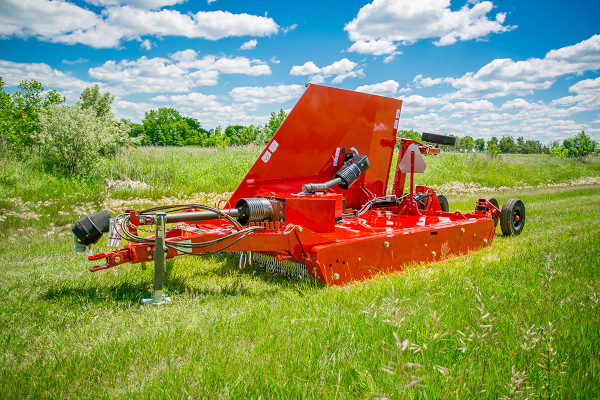 Farm King | Mowers and Cutters | 10.5' Flex-Wing Rotary Cutter for sale at Red Power Team, Iowa