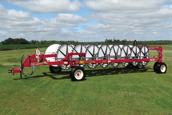 H&S | Rakes | 7100 Series HD Rakes for sale at Red Power Team, Iowa