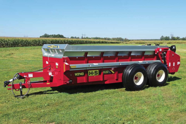 H&S | Manure Spreaders | Heavy Duty Manure Spreaders for sale at Red Power Team, Iowa