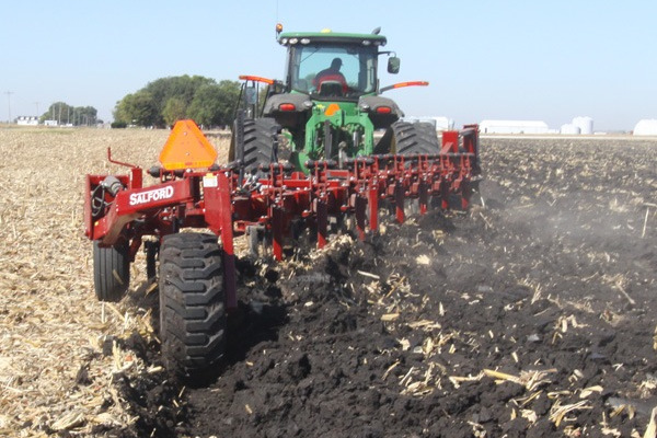 Salford Group 8207 TANDEM FLEX-TRAIL PLOW for sale at Red Power Team, Iowa
