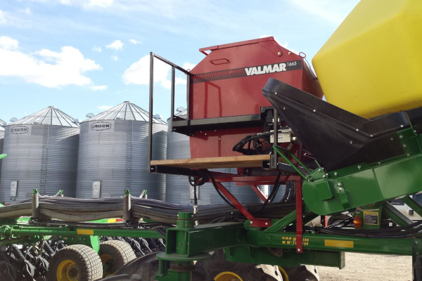 Salford Group | Seeding and Fertilizer Attachments | VALMAR 1665 Row-Crop Applicator and Inter-Row Seeder for sale at Red Power Team, Iowa