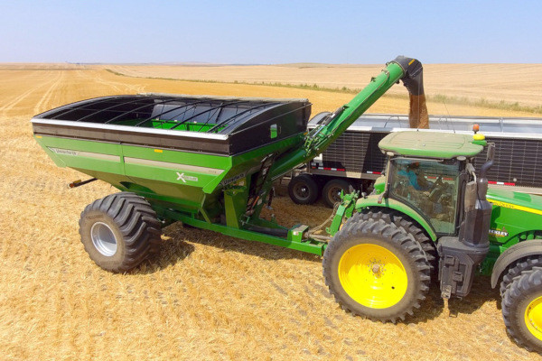 Unverferth | X-TREME Front-Fold Auger Grain Carts | Model 1519 for sale at Red Power Team, Iowa