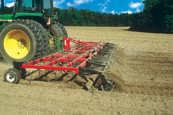 Unverferth | Seedbed Tillage | Perfecta® Field Cultivators for sale at Red Power Team, Iowa