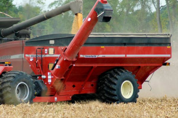 Unverferth | 20 Series Dual-Auger Grain Carts | Model 1110 for sale at Red Power Team, Iowa