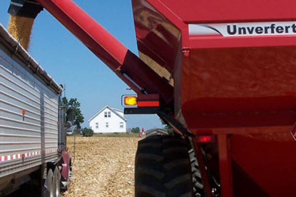 Unverferth | Mid Size Corner-Auger Grain Carts | Model 7250 for sale at Red Power Team, Iowa