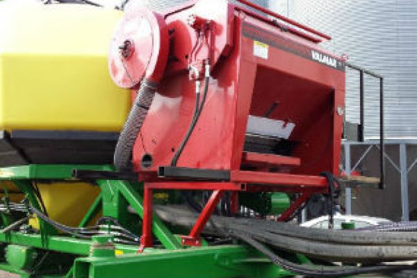 Salford Group | Implement Mount | VALMAR 1665 ROW-CROP APPLICATOR AND INTER-ROW SEEDER for sale at Red Power Team, Iowa
