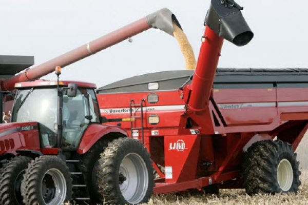 Unverferth | X-TREME Front-Fold Auger Grain Carts | Model 1115 (Prior Model) for sale at Red Power Team, Iowa