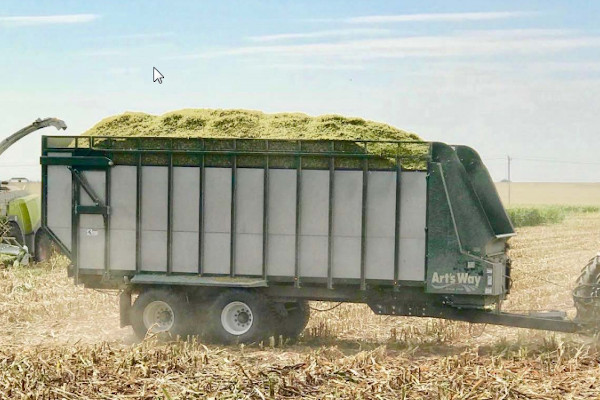 Art's Way | Hay & Forage Equipment | Commercial Forage Box for sale at Red Power Team, Iowa